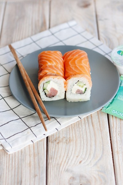 Philadelphia roll with tuna